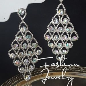 Jewelry - STUNNING Iradescent 5inch Wedding/Pagent Earring